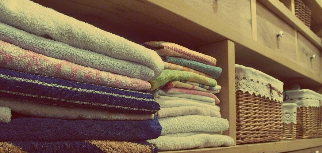 Cara mengatasi Bau Keringat pada Pakaian
