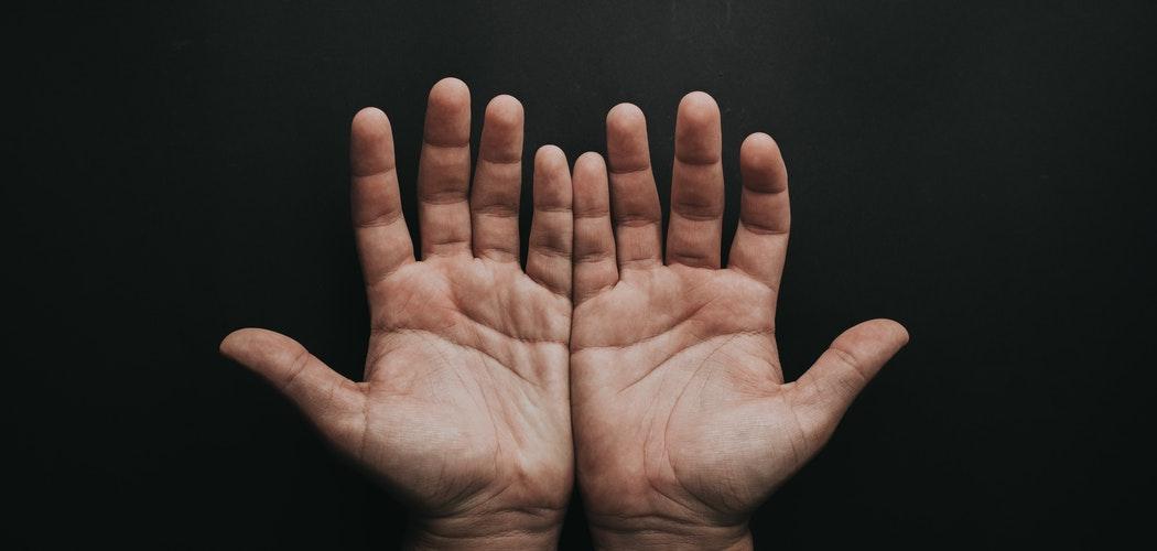 Cara menghaluskan Telapak Tangan